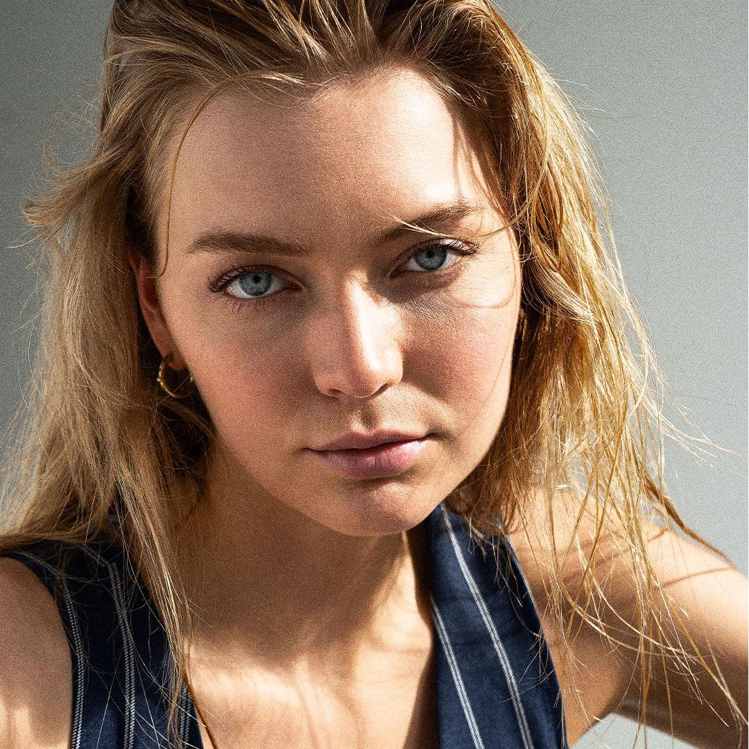 model-blond-sarabersaas-hell